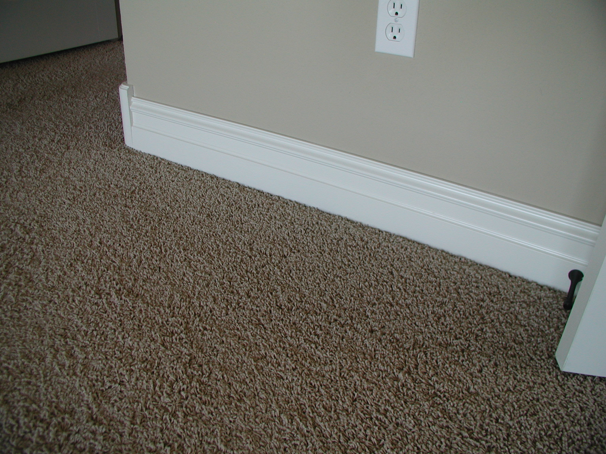 baseboard molding with grey wall and beautiful ceramic