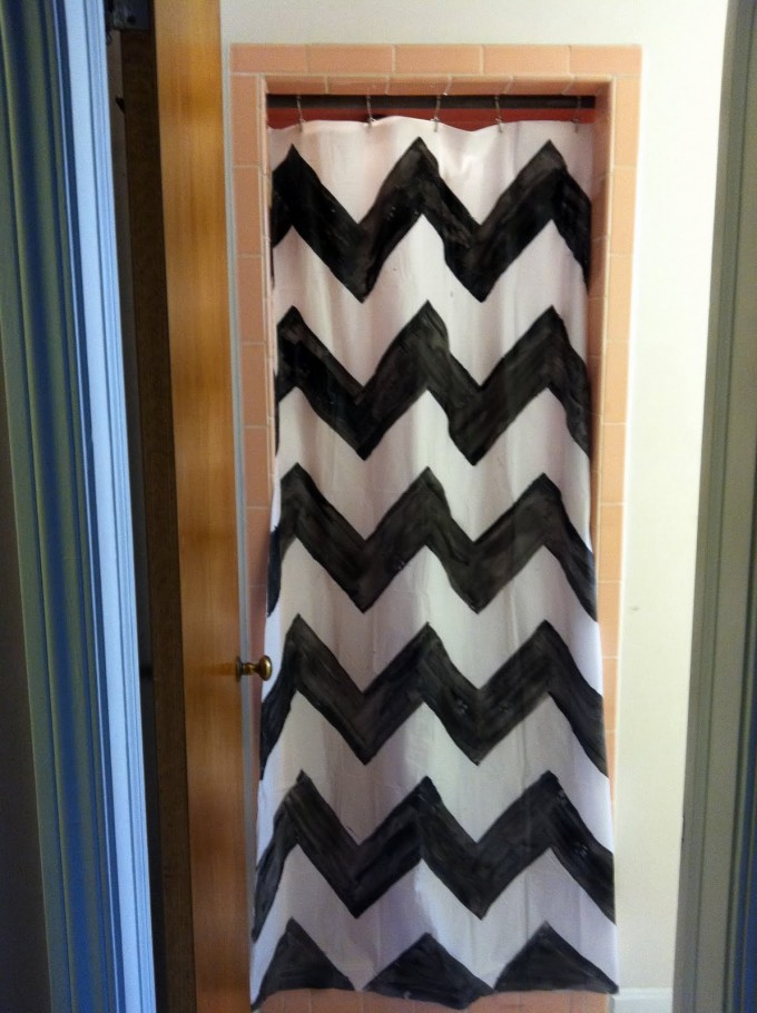 Chevron Curtains In Black And White With Wooden Dooe