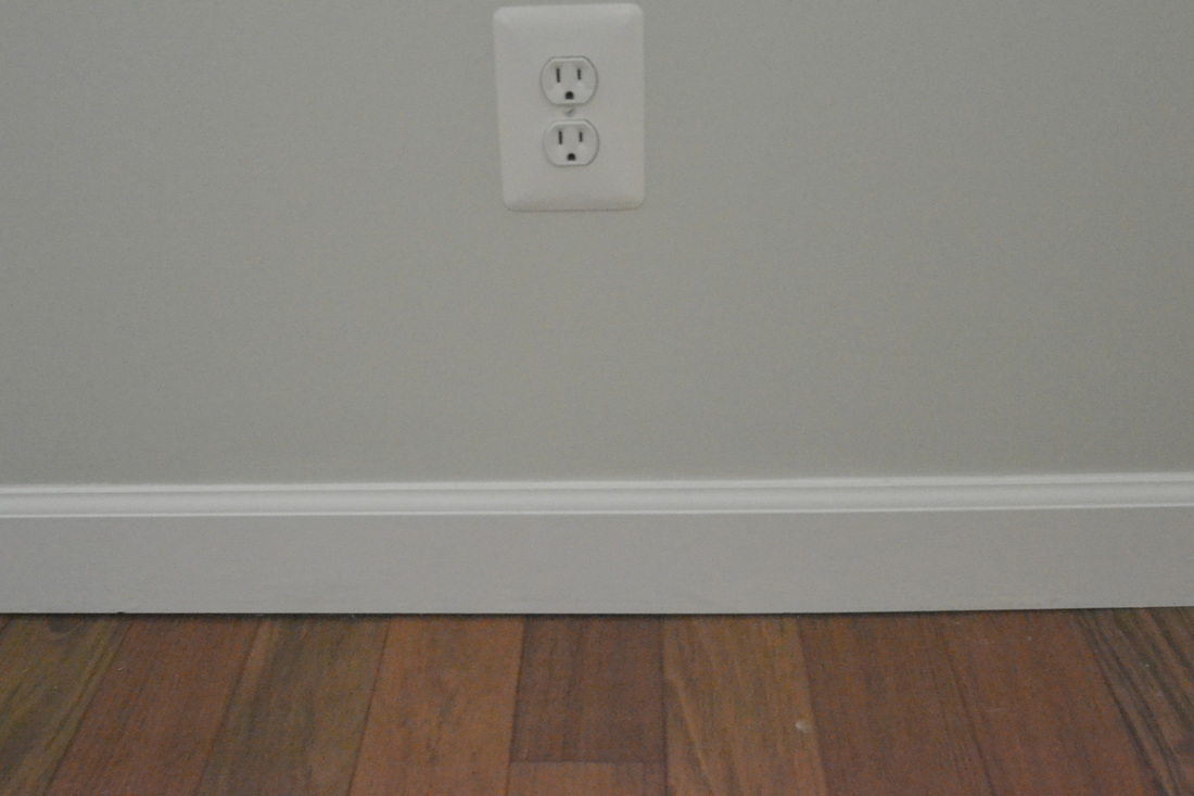 inspiring baseboard molding with white wall and wooden floor