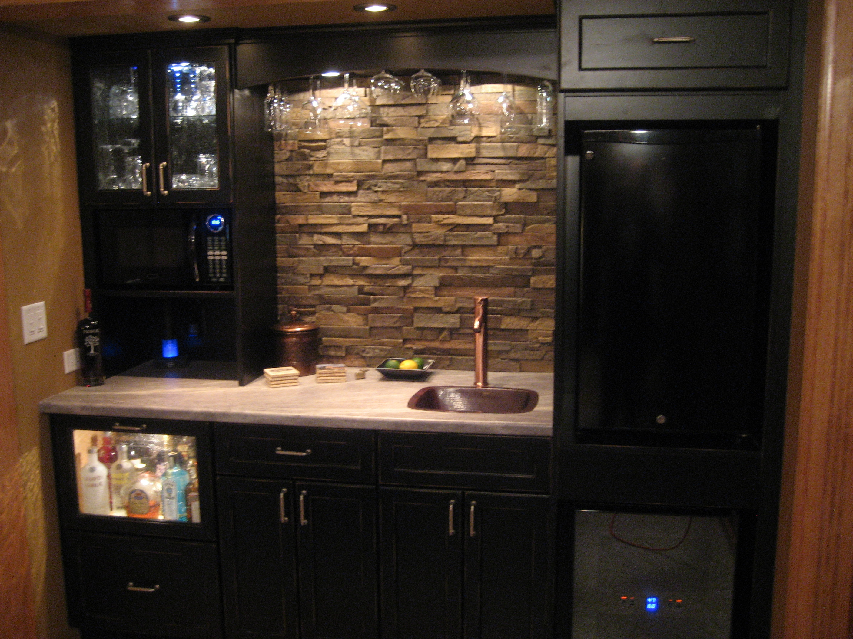 Minimalist Kitchen Design with Stone Veneer panels plus wastafel and kitchen cabinet