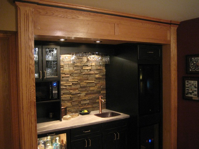 Minimalist Kitchen Design With Stone Veneer Panels With Wastafel And Drawers Ideas