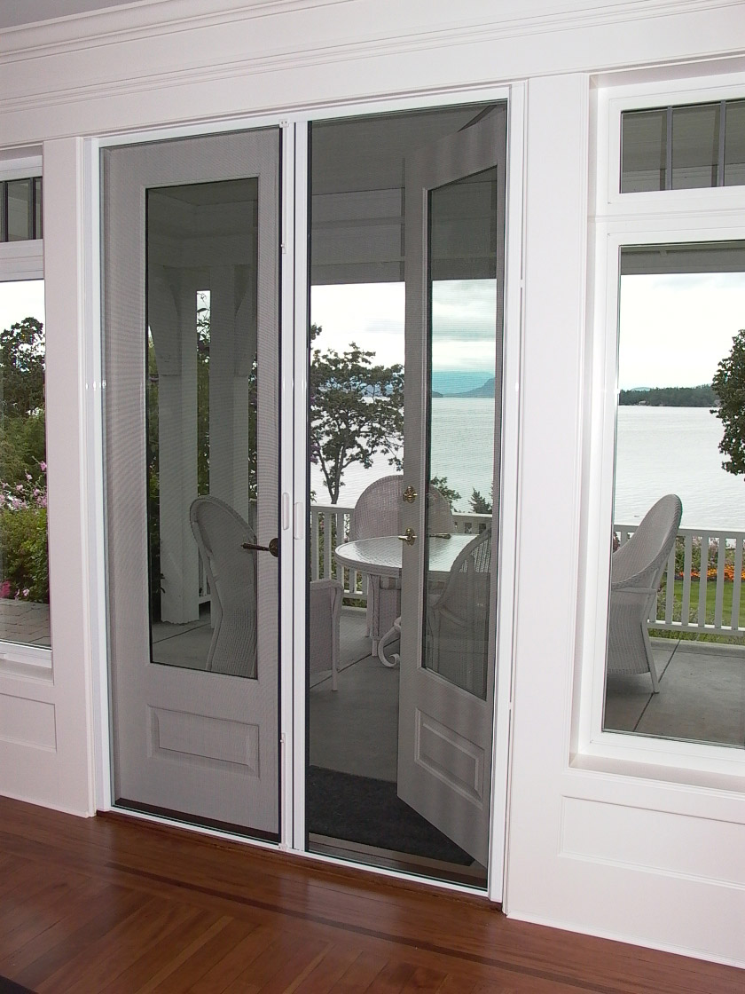 Retractable screen doors with wooden floor for family room