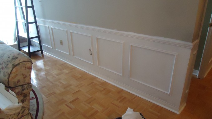 White Wainscoting Ideas With Siver Wall And Webbing Motif Floor For Family Room Ideas