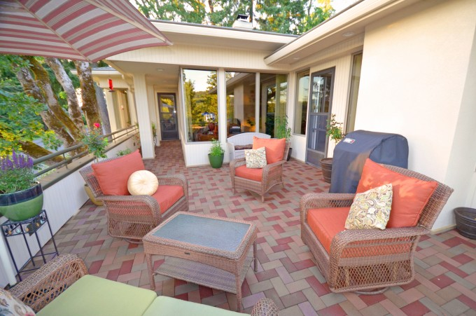 Azek Pavers Matched With White Wall Plus Sofa Sets Plus Cushions For Patio Design Ideas