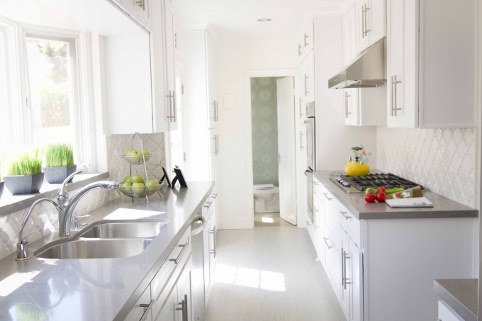 Caesarstone Pebble With White Cabinets Plus Sink And Faucet Plus White Ceramics Floor For Luxury Kitchen Ideas