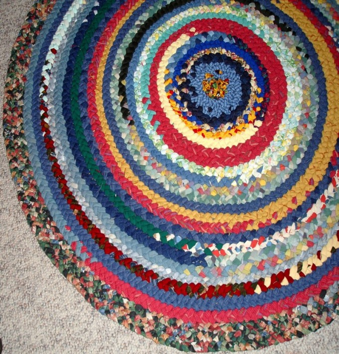 Charming And Colorful Round Braided Rugs For Floor Decor Ideas