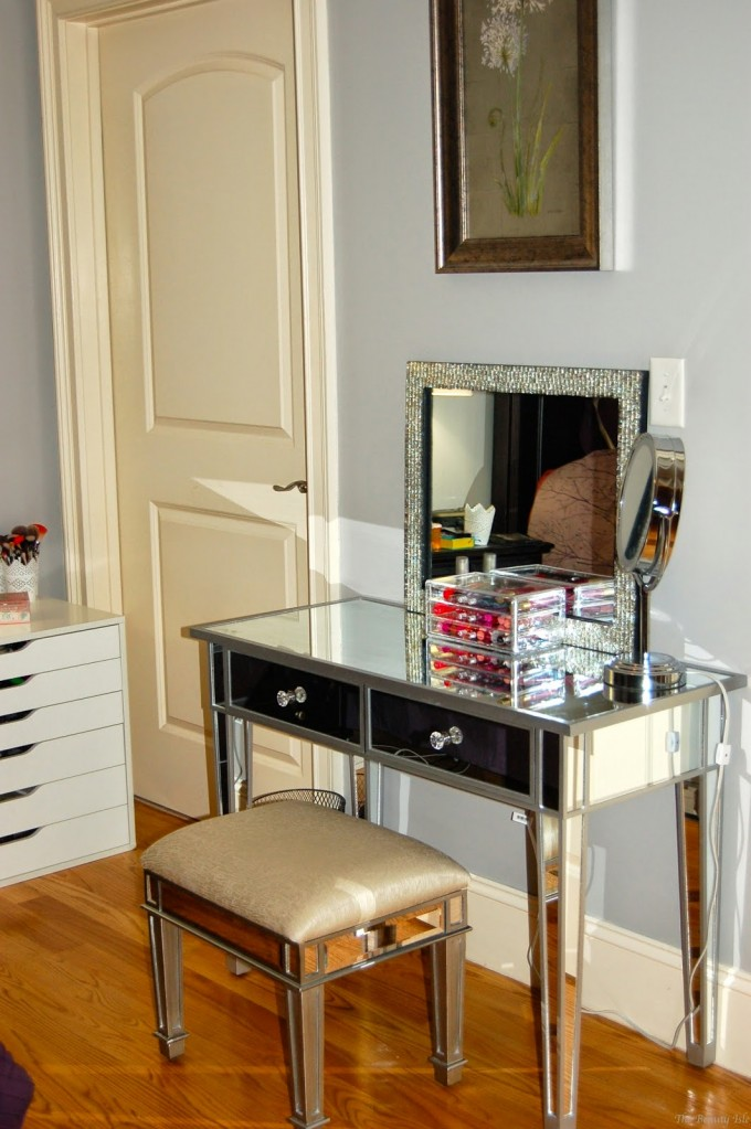 Charming Hayworth Vanity With Mirror And Makeup Tools Plus Stool On Wooden Floor For Inspiring Makeup Room Ideas
