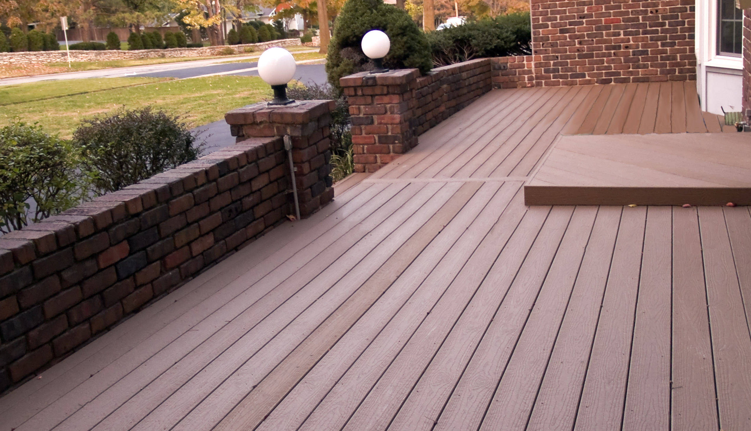 moccasin evergrain decking matched with brick railing plus double lights ideas