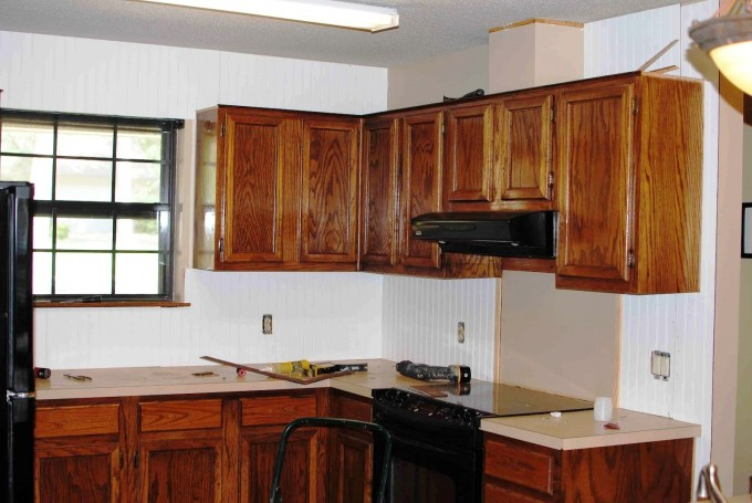 Sienna Thomasville Cabinets With White Countertop Plus Black Oven Matched On White Wall For Kitchen Decor Ideas