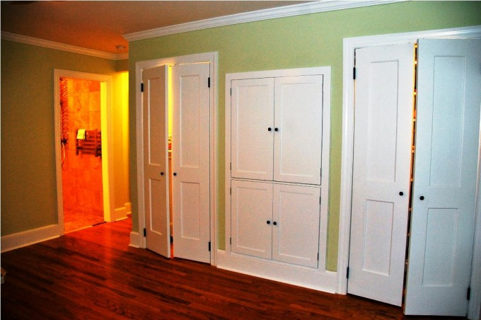 Unique And Creative Folding Closet Doors Ideas On Green Wall Plus Wooden Floor