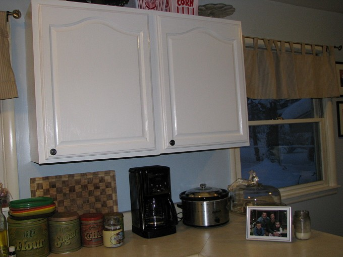 White Aristokraft Cabinets With Mocca Countertop Matched With Blue Wall For Kitchen Decor Ideas