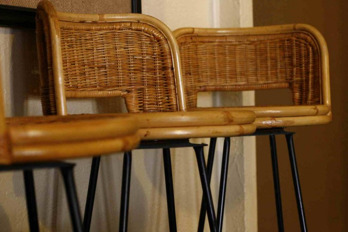 24 Inch Counter Stools With Rattan Back And Black Legs For Home Furniture Ideas
