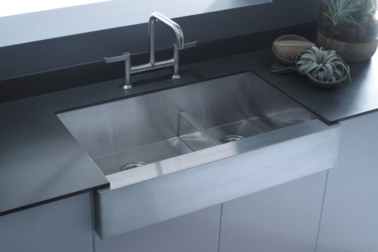 apron sink plus bridge faucet on kitchen cabinet with countertop for kitchen decor ideas