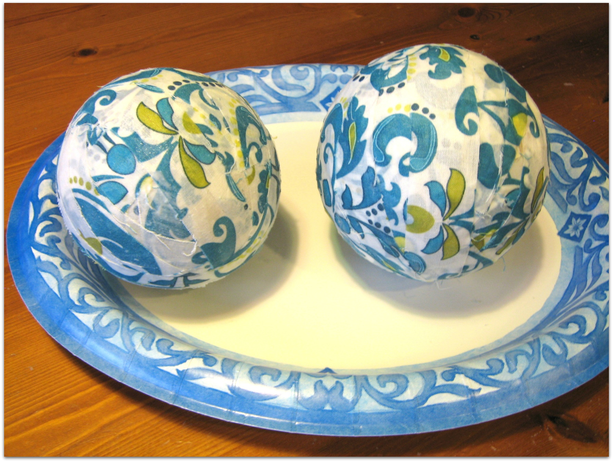 charming and decorative orbs in floral pattern on matching plate for table accessories ideas