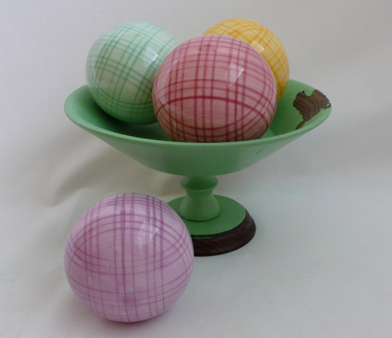 charming decorative orbs in multicolor and checked design on green bowl for table accessories ideas