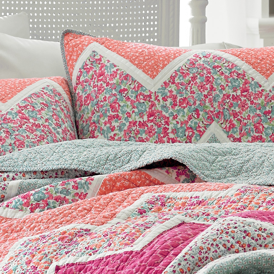 Bedroom: Charming And Lovely Laura Ashley Bedding For Inspiring ... : laura ashley caroline quilt - Adamdwight.com