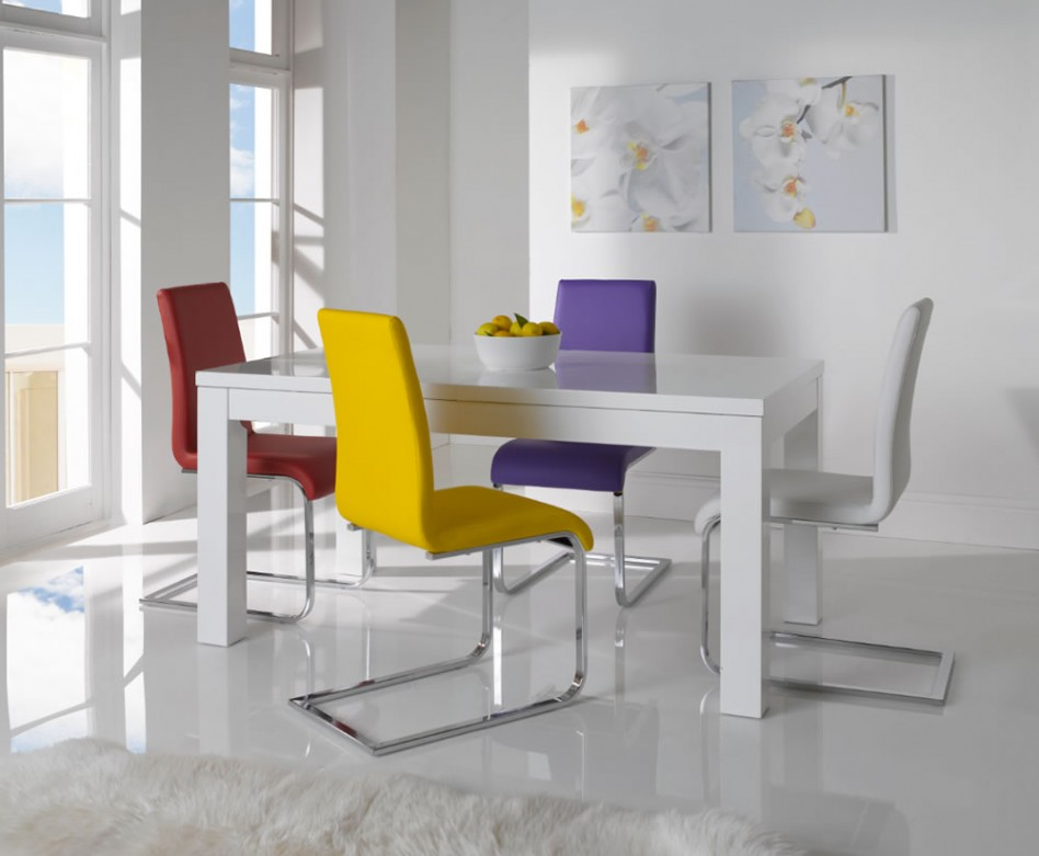 expandable dining table set with white table and colorful chairs on white ceramics floor matched with white wall for dining room decor ideas