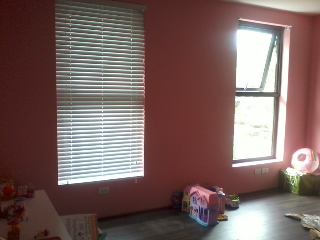 pink wall with awning window and bali blinds for home interior design ideas