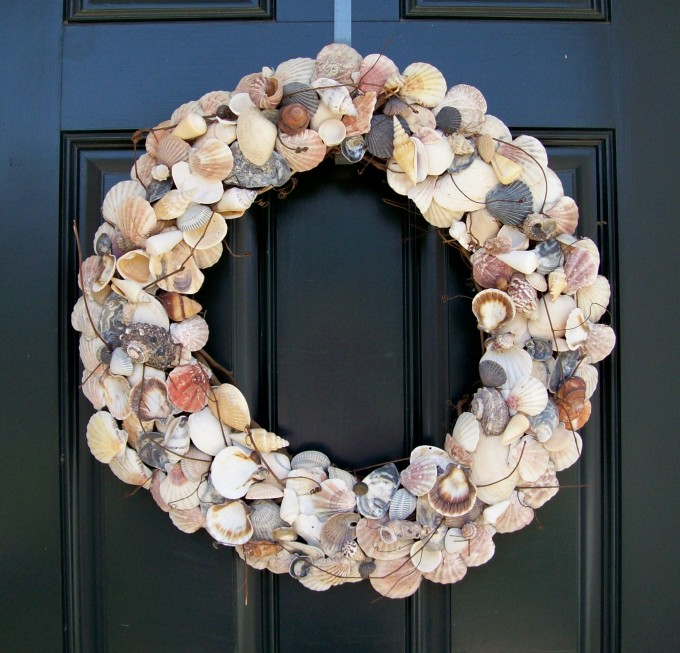 Seashell Wreath On Black Door For Exterior Decor Ideas