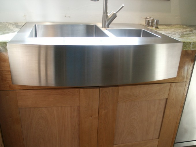 Stainless Steel Apron Sink On Wooden Kitchen Cabinet With Silver Modern Faucet For Kitchen Decor Ideas