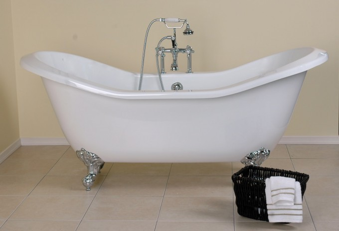 White Bathup With Silver Clawfoot Tub Plus Shower Faucet For Bathroom Furniture Ideas
