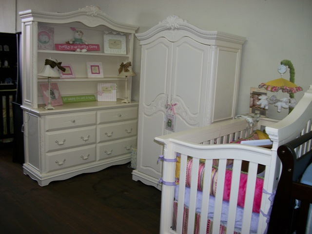 White Crib Munire Crib Plus Matching Dresser And Vanity On Wooden Floor Matched With White Wall For White Nursery Decor Ideas