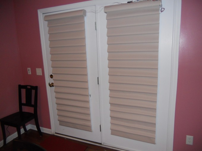 White Window With Horizontal Bali Blinds On Pink Wall With White Baseboard Molding For Home Interior Design Ideas