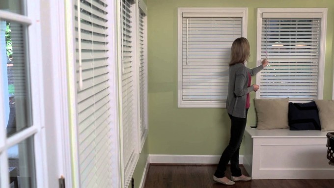 Window Decor With Levolor Blinds On Olive Green Wall Matched With Wooden Floor For Home Decor Ideas