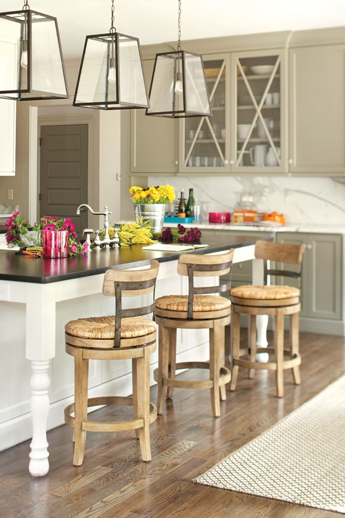Wooden 24 Inch Counter Stools In Cream On Wooden Floor Plus White Table With Black Countertop For Kitchen Decor Ideas