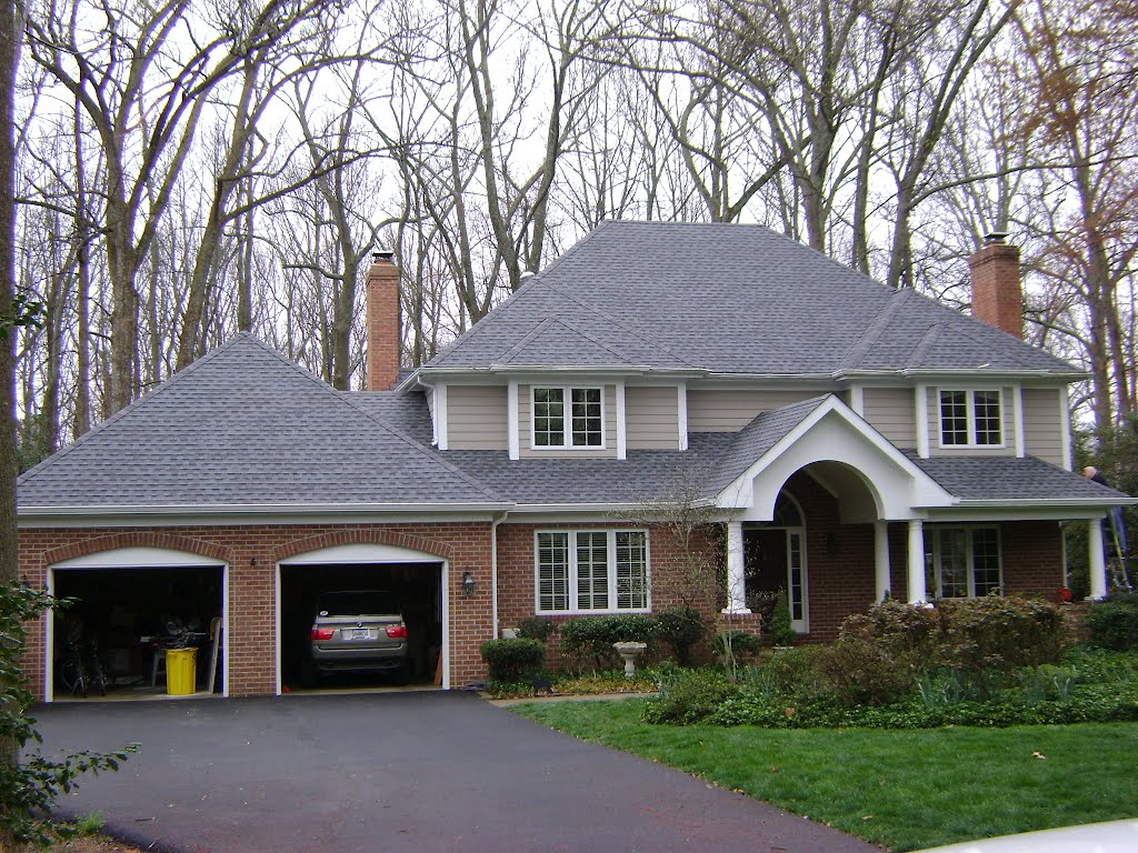 awesome home exterior design using gray gaf timberline hd roof matched with brick siding and white poles ideas