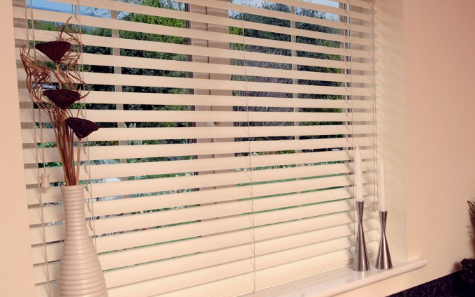 Charming White Horizontal Faux Wood Blinds For Window Decor Ideas