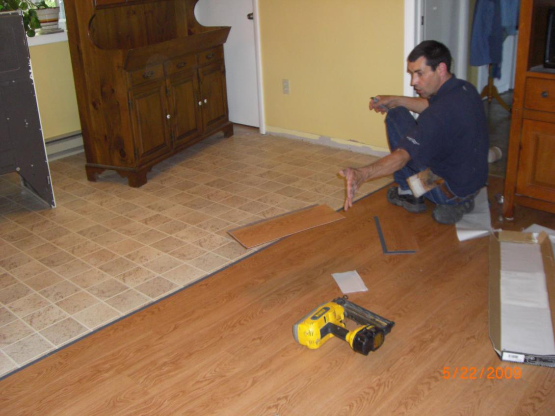 cozy apricot wooden flooring by Konecto installation