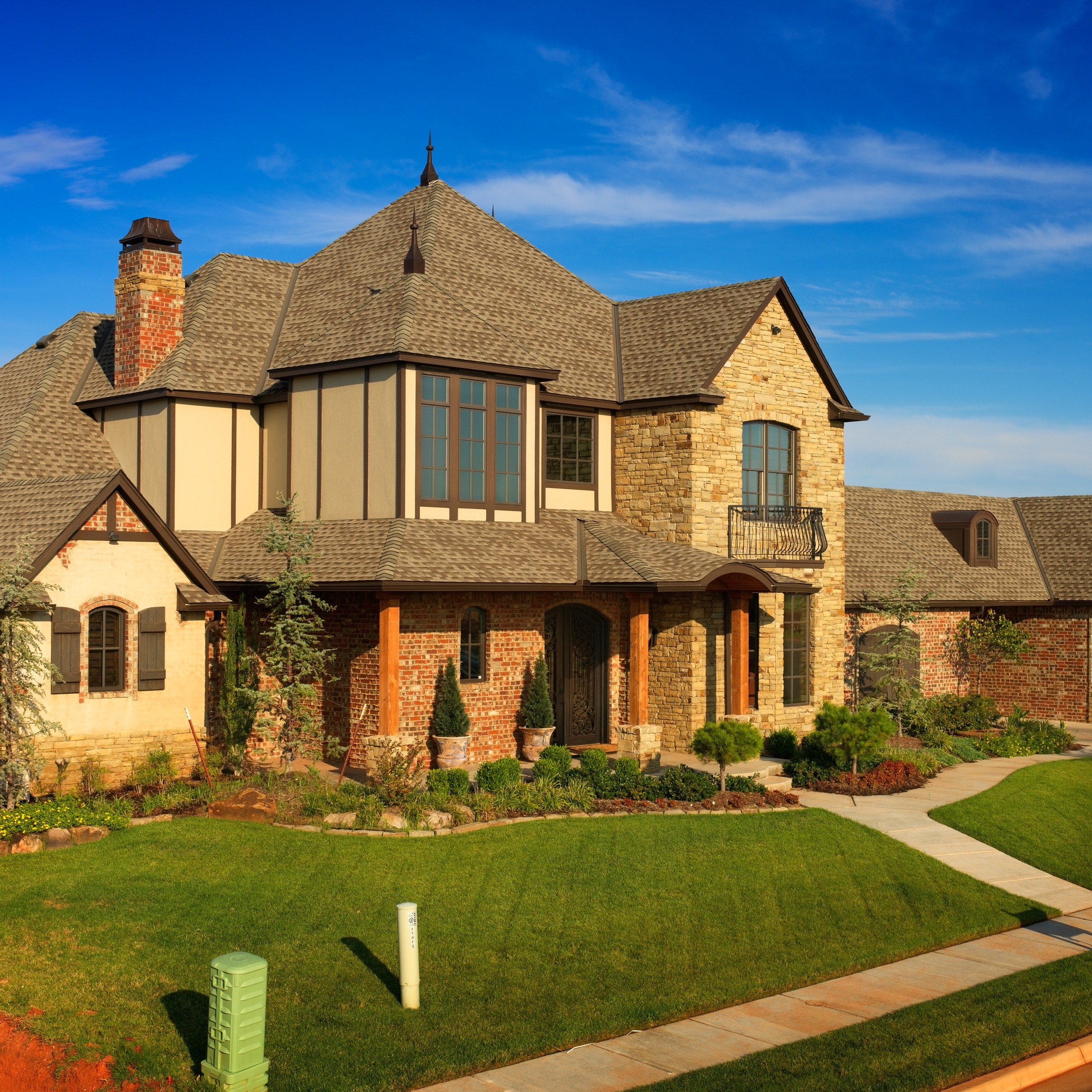 Cozy Home Exterior Design Using Brown Gaf Timberline Hd Roof And Brick Siding Plus Glass Windows Ideas
