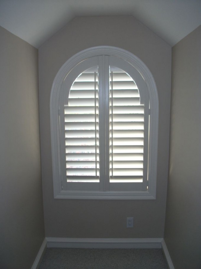 Cozy Small Room With Sunburst Shutters On Beige Wall Matched With White Ceiling And Baseboard Moldin Ideas