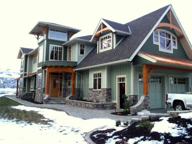 horizontal hardie plank siding in front and vertical siding beside with white trim board for home exterior design ideas