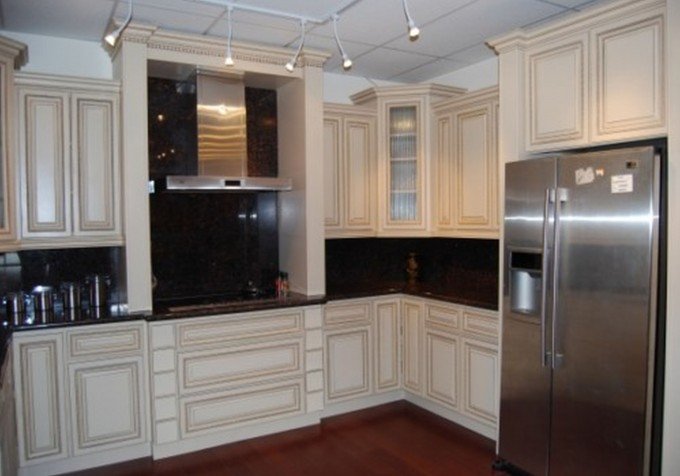 Magnificent Kitchen American Woodmark Cabinets In White With Granite Countertop And Backsplash Plus Fridge And Stove For Kitchen Decor Ideas