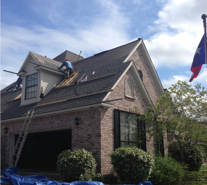 Wonderful Home Exterior Design Using Dark Gaf Timberline Hd Roofing Matched With Brick Siding And Glass Windows Ideas