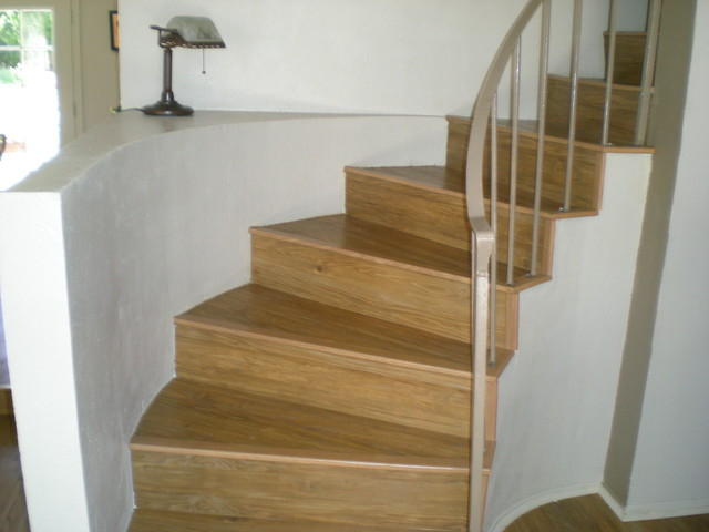 Wooden Stair Step By Konecto Matched With White Wall And Gray Railing For Home Interior Deisgn Ideas