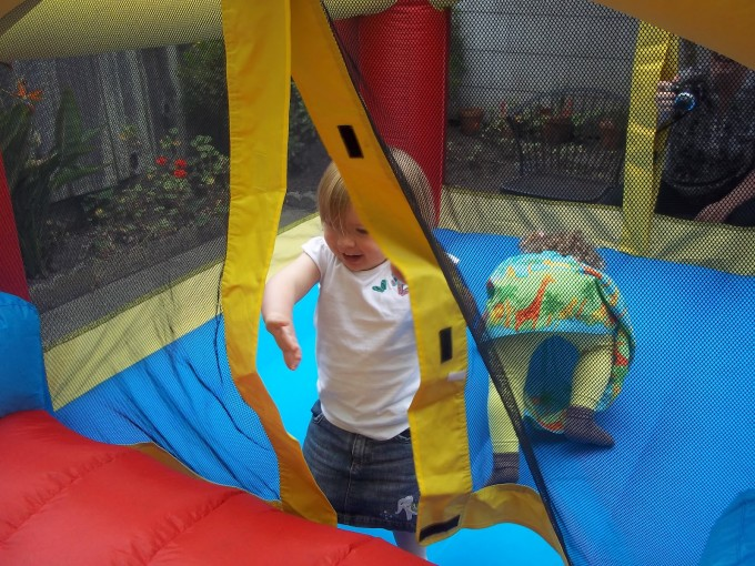 Awesome Little Tikes Bounce House Made Of Caoutchouc For Play Yard Ideas