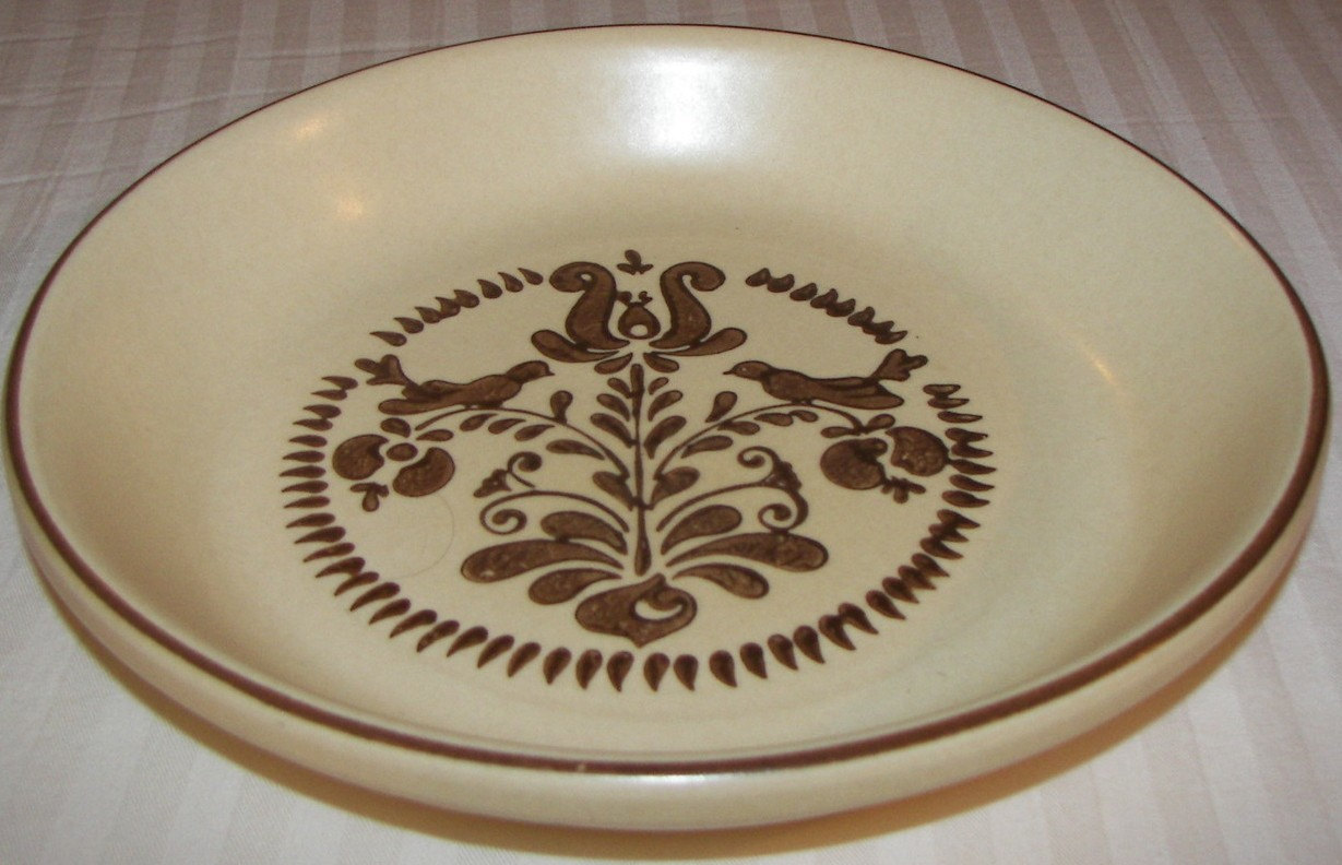 awesome Pfaltzgraff Village Pattern 9 Inch BAKING PIE for serveware ideas