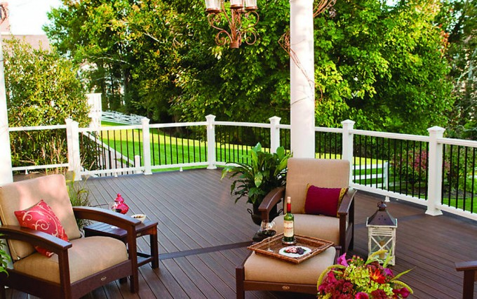 Charming Decking IN SPICED RUM With Railing Transcend In Classic White With Round Aluminum Balusters For Cheap Trex Decking Cost Ideas