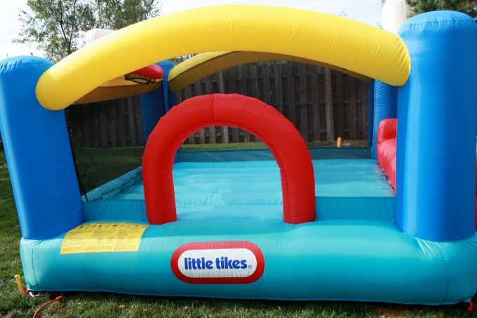 Charming Little Tikes Bounce House Made Of Caoutchouc For Kids Play Yard Ideas