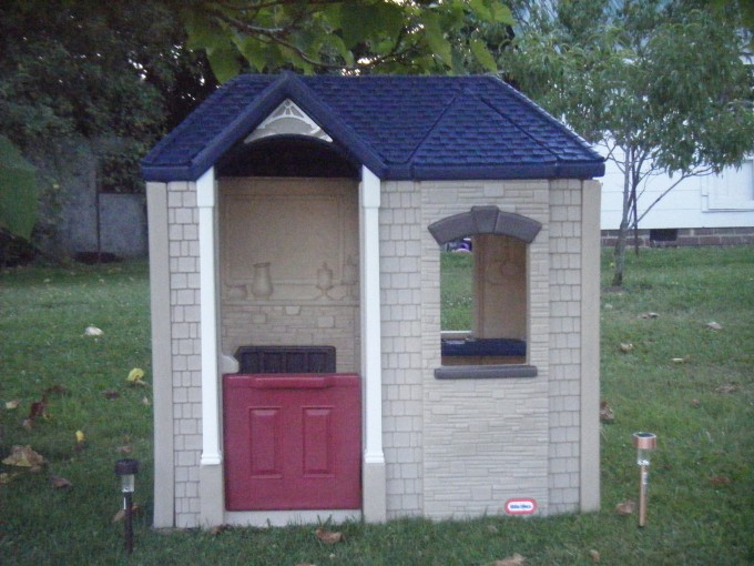 Charming Little Tikes Playhouse Made Of Plastic With Blue Roof For Playground Decor Ideas