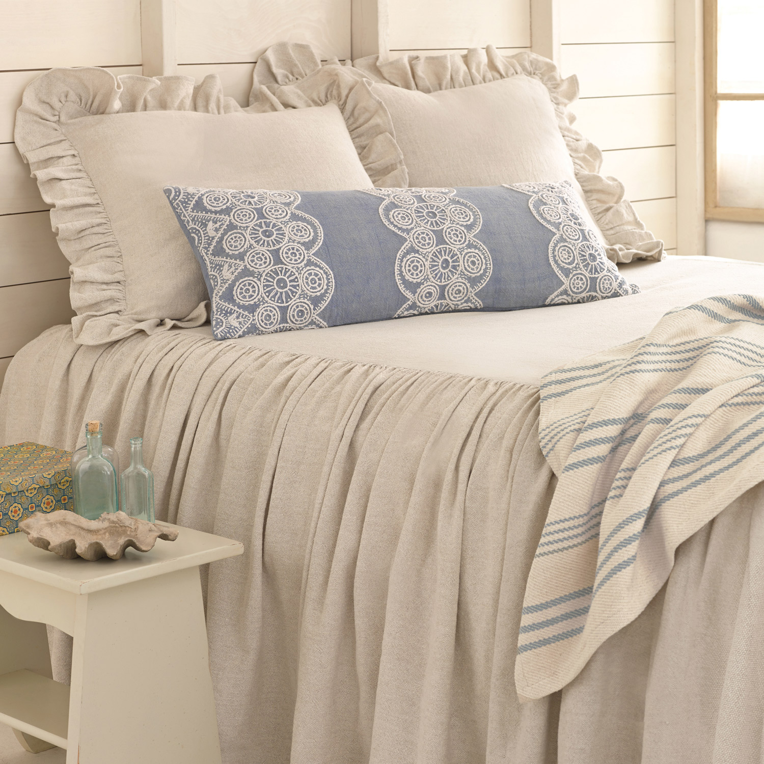 Chic Pine Cone Hill Savannah Linen Chambray Dove Grey Bedspread For Pretty Bed Ideas