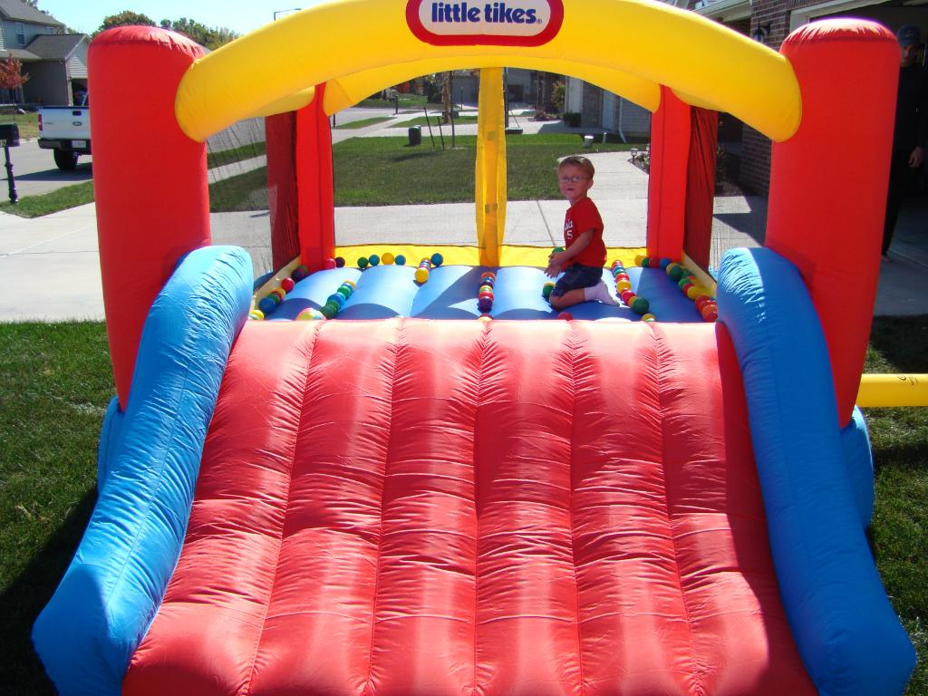 Cute Little Tikes Bounce House Made Of Caoutchouc With Slide For Play Yard Ideas