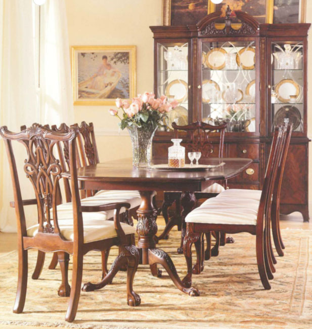 Elegant Dining Table Set By Broyhill Furniture On Floral Rug With Awesome Cabinet For Dining Room Decor Ideas