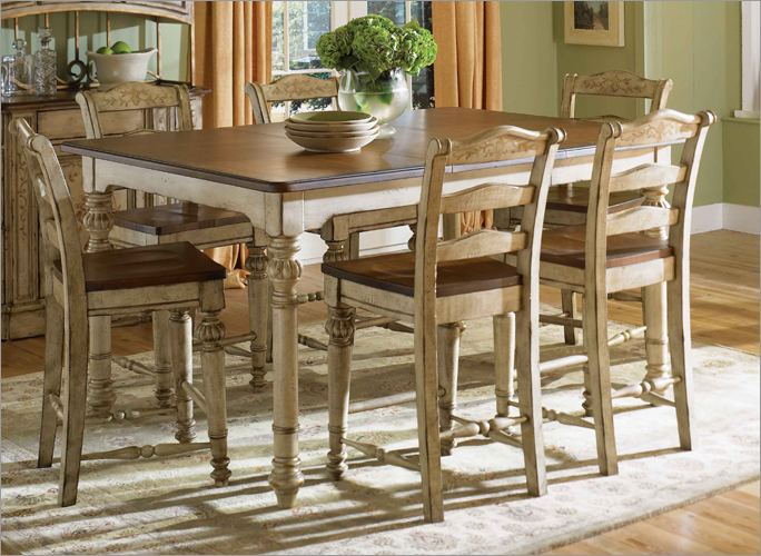 Elegant Dining Table Set By Broyhill Furniture On Wooden Floor With Chic Rug For Dining Room Decor Ideas