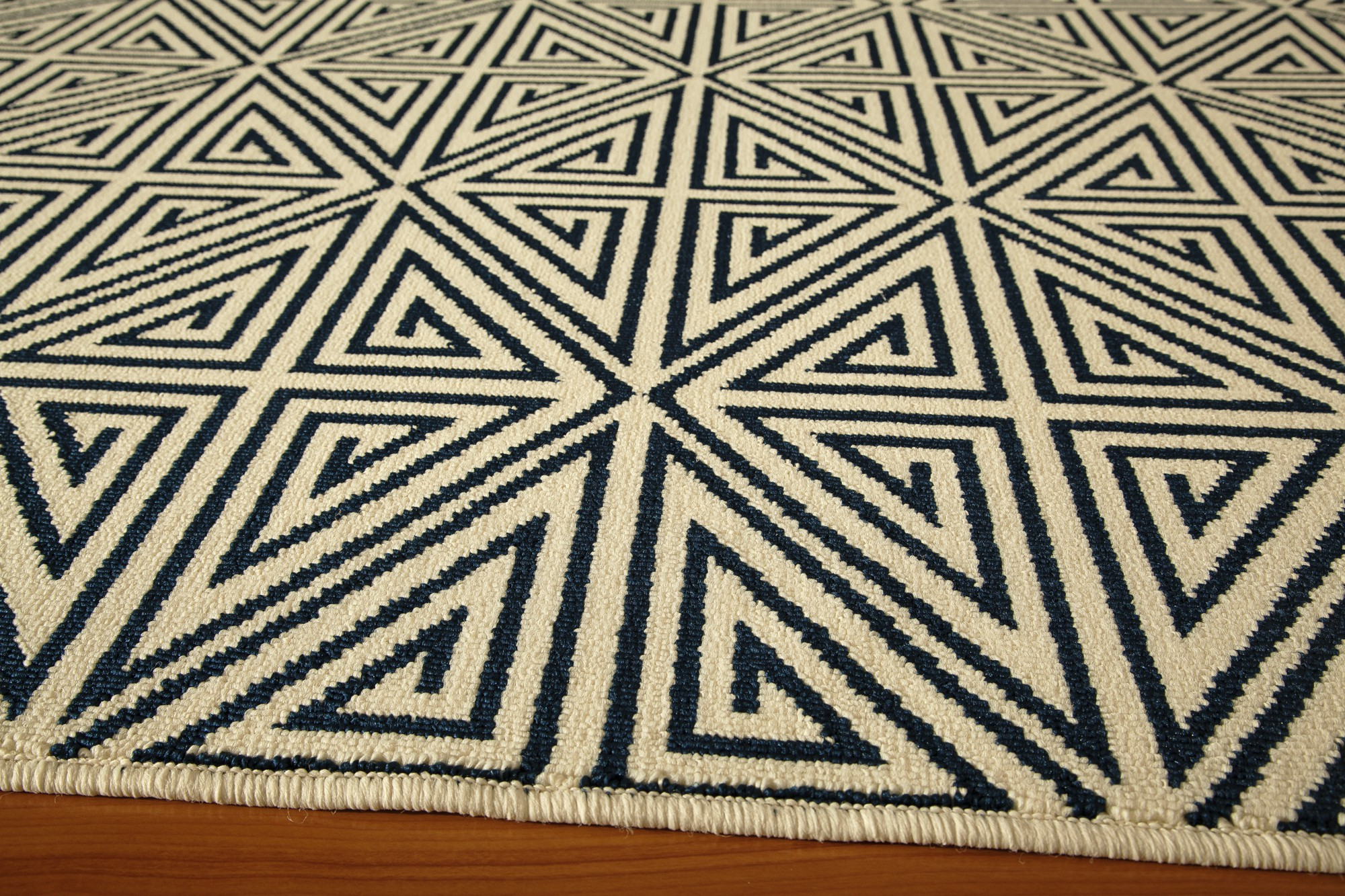 Elegant Rug In White And Black By Momeni Rugs For Floor Decor Ideas