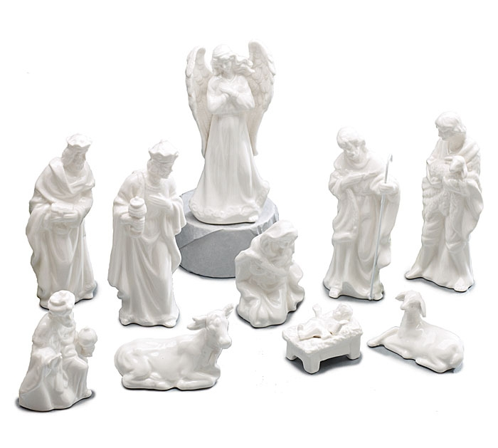 pretty nativity sets made of porcelain for christmas decoration ideas