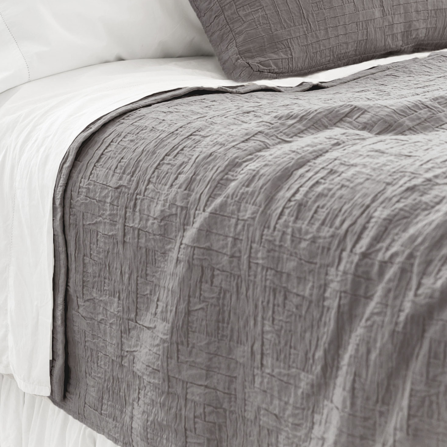 Pretty Pine Cone Hill Baja Matelasse Coverlet In White And Gray For Chic Bed Ideas